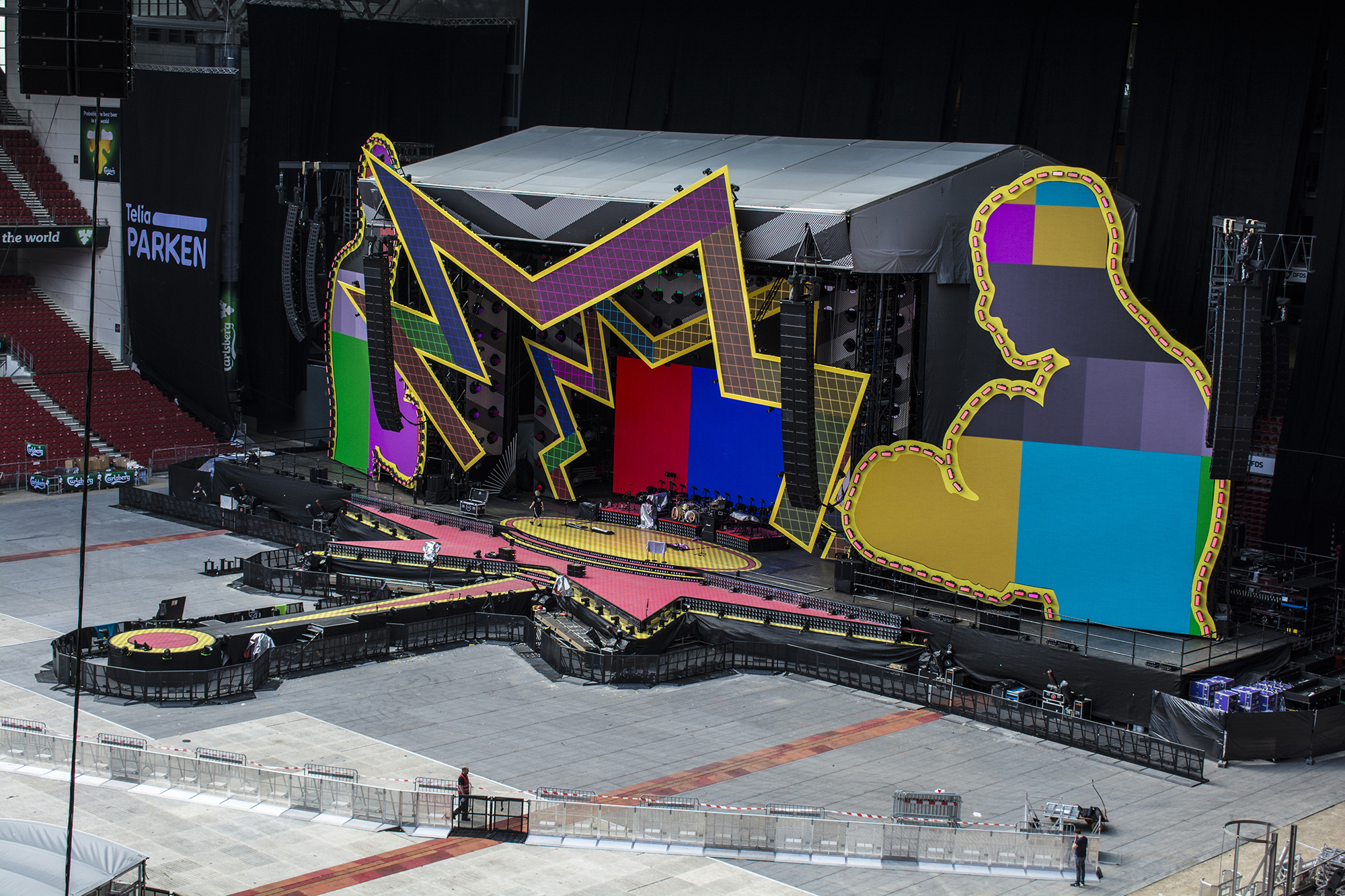 Robbie Williams, Heavy Entertainment Show, Brilliant Stages and Perry Scenic Creative collaboration